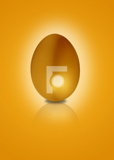 Golden egg with glow